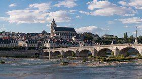 In the Gers region: Blois Loire Panorama (© By Diliff (Own work) [CC BY-SA 3.0 (http://creativecommons.org/licenses/by-sa/3.0) or GFDL (http://www.gnu.org/copyleft/fdl.html)], via Wikimedia Commons (GFDL copy: https://en.wikipedia.org/wiki/GNU_Free_Documentation_License, original photo: https://commons.wikimedia.org/wiki/File:Blois_Loire_Panorama_-_July_2011.jpg))