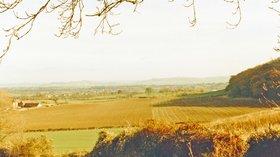 Tirley, Gloucestershire (© Ben Brooksbank/Eastward above Tirley, autumn  1988 (original photo: https://commons.wikimedia.org/wiki/File:Tirley,_Gloucestershire_geograph-4103407-by-Ben-Brooksbank.jpg))