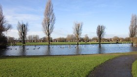 The boating lake at Pickering Park, Hull  (© © Copyright Ian S (https://www.geograph.org.uk/profile/48731) and licensed for reuse (http://www.geograph.org.uk/reuse.php?id=3263028) under this Creative Commons Licence (https://creativecommons.org/licenses/by-sa/2.0/).)