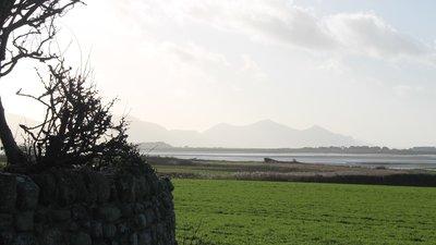 Llanfaglan; Sant Baglan, ger caernarfon, Gwynedd (© By Llywelyn2000 [CC BY-SA 4.0  (https://creativecommons.org/licenses/by-sa/4.0)], from Wikimedia Commons (original photo: https://commons.wikimedia.org/wiki/File:Llanfaglan;_Sant_Baglan,_ger_caernarfon,_Gwynedd,_Wales_zx_23.jpg))