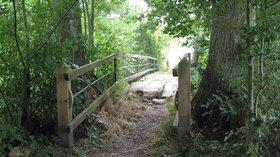 Pont de la Motte, sur la Rouvre, Craménil, Orne, Basse-Normandie (© By Arnradigue (Own work) [CC BY-SA 3.0 (http://creativecommons.org/licenses/by-sa/3.0)], via Wikimedia Commons (original photo: https://commons.wikimedia.org/wiki/File:Pont_de_la_Motte,_sur_la_Rouvre,_Cram%C3%A9nil,_Orne,_Basse-Normandie,_France_2.JPG))