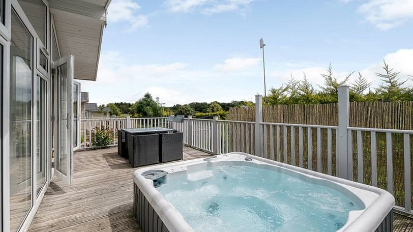 Devon hot tub holidays - Relax in your Hornbeam Park holiday home's own private hub