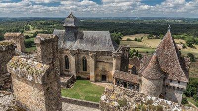 Château_de_Biron_remparts