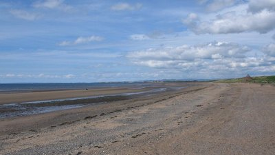 Prestwick beach (© © Copyright Phil Williams (http://www.geograph.org.uk/profile/2215) and licensed for reuse (http://www.geograph.org.uk/reuse.php?id=178229) under this Creative Commons Licence (https://creativecommons.org/licenses/by-sa/2.0/).)