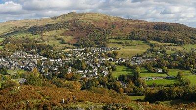 Ambleside_&_Waterhead_Panorama,_Cumbria,_England_-_Oct_2009 (1)