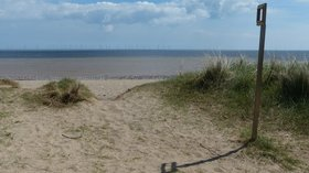Beach and dunes at Kilnsea Warren  (© © Copyright Mat Fascione (https://www.geograph.org.uk/profile/11776) and licensed for reuse (http://www.geograph.org.uk/reuse.php?id=5552186) under this Creative Commons Licence (https://creativecommons.org/licenses/by-sa/2.0/).)