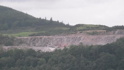 Dalbeattie, Craignair Quarry near the caravan park (© By Delta-NC (Own work) [CC BY-SA 3.0 (https://creativecommons.org/licenses/by-sa/3.0) or GFDL (http://www.gnu.org/copyleft/fdl.html)], via Wikimedia Commons (GFDL copy: https://en.wikipedia.org/wiki/GNU_Free_Documentation_License, original photo: https://commons.wikimedia.org/wiki/File:Dalbeattie,_Craignair_Quarry.jpg))