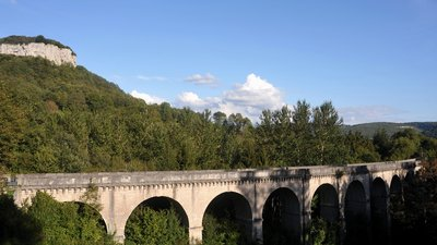 In the region: Viaduc de Maisieres-Notre-Dame, Doubs (© https://upload.wikimedia.org/wikipedia/commons/7/71/Viaduc_de_Maisieres-Notre-Dame%2C_Doubs%2C_France_-_20100910.jpg)