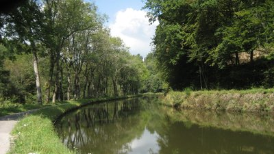In the Vosges region: Canal des Vosges near Hautmougey, département des Vosges (© Maarten Sepp [CC BY-SA 3.0 (http://creativecommons.org/licenses/by-sa/3.0)], via Wikimedia Commons (original photo: https://commons.wikimedia.org/wiki/File:Canal_des_Vosges_near_Hautmougey,_d%C3%A9partement_des_Vosges,_France_-_panoramio.jpg))
