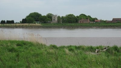 Little Reedness across the River Ouse  (© © Copyright Martin Dawes (https://www.geograph.org.uk/profile/30816) and licensed for reuse (http://www.geograph.org.uk/reuse.php?id=1873603) under this Creative Commons Licence (https://creativecommons.org/licenses/by-sa/2.0/).)