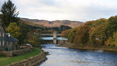 Pitlochry Power Station near the caravan site (© By RobChafer (Own work) [Public domain], via Wikimedia Commons)
