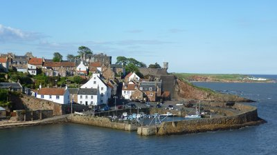 Crail near the caravan site (© By Kim Traynor (Own work) [CC BY-SA 3.0 (http://creativecommons.org/licenses/by-sa/3.0)], via Wikimedia Commons (original photo: https://commons.wikimedia.org/wiki/File:Crail,_Fife,_Scotland.jpg))