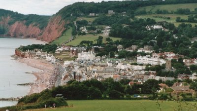 Sidmouth, Devon (© By User:Steinsky.Steinsky at en.wikipedia [GFDL (http://www.gnu.org/copyleft/fdl.html), CC-BY-SA-3.0 (http://creativecommons.org/licenses/by-sa/3.0/) or GFDL (http://www.gnu.org/copyleft/fdl.html)], from Wikimedia Commons (GFDL copy: https://en.wikipedia.org/wiki/GNU_Free_Documentation_License, original photo: https://commons.wikimedia.org/wiki/File:Sidmouth,_devon.jpg))