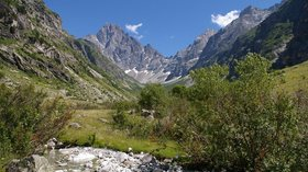 Ecrins National Park (© By MartinD (Own work) [CC BY-SA 3.0 (http://creativecommons.org/licenses/by-sa/3.0) or GFDL (http://www.gnu.org/copyleft/fdl.html)], via Wikimedia Commons (GFDL copy: https://en.wikipedia.org/wiki/GNU_Free_Documentation_License, original photo: https://commons.wikimedia.org/wiki/File:Olan_Ecrins_National_Park.jpg))