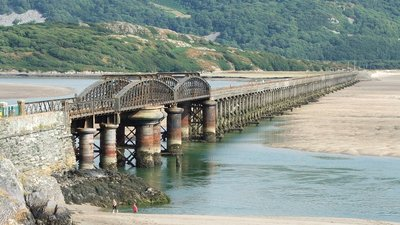 Barmouth Railway Bridge (© By Chris Sampson (originally posted to Flickr as 280706-030) [CC BY 2.0 (http://creativecommons.org/licenses/by/2.0)], via Wikimedia Commons (original photo: https://commons.wikimedia.org/wiki/File:Barmouth_Railway_Bridge.jpg))