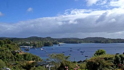 Oban Stewart Island near the caravan site (© Khalaan at the English language Wikipedia [GFDL (http://www.gnu.org/copyleft/fdl.html) or CC-BY-SA-3.0 (http://creativecommons.org/licenses/by-sa/3.0/)], via Wikimedia Commons (GFDL copy: https://en.wikipedia.org/wiki/GNU_Free_Documentation_License, original photo: https://commons.wikimedia.org/wiki/File:Oban_Stewart_Island.jpg))