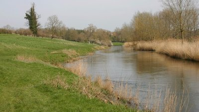 River Great Ouse near Pavenham (© © Copyright David Kemp (http://www.geograph.org.uk/profile/4217) and licensed for reuse (http://www.geograph.org.uk/reuse.php?id=3907210) under this Creative Commons Licence (https://creativecommons.org/licenses/by-sa/2.0/).)