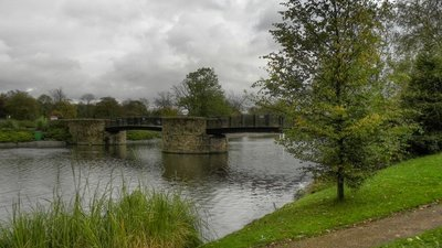 Lake and Bridge, Alexandra Park  (© © Copyright David Dixon (https://www.geograph.org.uk/profile/43729) and licensed for reuse (http://www.geograph.org.uk/reuse.php?id=2657549) under this Creative Commons Licence (https://creativecommons.org/licenses/by-sa/2.0/).)