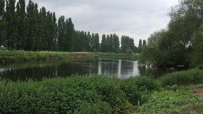 River Trent upstream at Barrow-on-Trent  (© © Copyright John M (https://www.geograph.org.uk/profile/7388) and licensed for reuse (http://www.geograph.org.uk/reuse.php?id=1890307) under this Creative Commons Licence (https://creativecommons.org/licenses/by-sa/2.0/).)