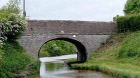 Baddington Bridge (No 88) near Nantwich, Cheshire (© Roger Kidd [CC BY-SA 2.0 (https://creativecommons.org/licenses/by-sa/2.0)], via Wikimedia Commons (original photo: https://commons.wikimedia.org/wiki/File:Baddington_Bridge_(No_88)_near_Nantwich,_Cheshire_-_geograph.org.uk_-_1691969.jpg))
