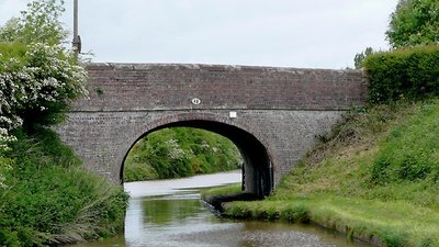Baddington Bridge (No 88) near Nantwich, Cheshire (© Roger Kidd [CC BY-SA 2.0 (https://creativecommons.org/licenses/by-sa/2.0)], via Wikimedia Commons (original photo: https://commons.wikimedia.org/wiki/File:Baddington_Bridge_(No_88)_near_Nantwich,_Cheshire_-_geograph.org.uk_-_1691969.jpg))