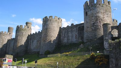 Conwy Castle (© By No machine-readable author provided. Dbenbenn assumed (based on copyright claims). [GFDL (http://www.gnu.org/copyleft/fdl.html), CC-BY-SA-3.0 (http://creativecommons.org/licenses/by-sa/3.0/) or CC BY-SA 2.5-2.0-1.0 (http://creativecommons.org/licenses/by-sa/2.5-2.0-1.0)], via Wikimedia Commons (GFDL copy: https://en.wikipedia.org/wiki/GNU_Free_Documentation_License, original photo: https://commons.wikimedia.org/wiki/File:Conwy_Castle.jpg))