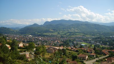 Saint-Girons and Sourroque (© By Olybrius (Own work) [GFDL (http://www.gnu.org/copyleft/fdl.html) or CC BY-SA 3.0 (http://creativecommons.org/licenses/by-sa/3.0)], via Wikimedia Commons (GFDL copy: https://en.wikipedia.org/wiki/GNU_Free_Documentation_License, original photo: https://commons.wikimedia.org/wiki/File:Saint-Girons_and_Sourroque.jpg))