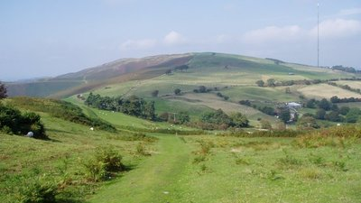 Moel y Parc (© Eirian Evans / Offa's Dyke Path (original photo: https://commons.wikimedia.org/wiki/File:Moel_y_Parc.jpg))