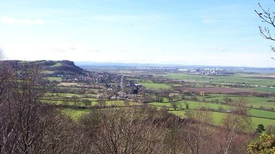 Helsby Hill and Stanlow from Beacon Hill  (© © Copyright Raymond Knapman (https://www.geograph.org.uk/profile/22522) and licensed for reuse (http://www.geograph.org.uk/reuse.php?id=2817736) under this Creative Commons Licence (https://creativecommons.org/licenses/by-sa/2.0/).)