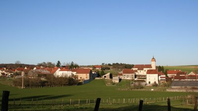 In the region: Le village de VANNE, Haute Saone (© By Pourvoyeur (Own work) [CC BY-SA 3.0 (http://creativecommons.org/licenses/by-sa/3.0)], via Wikimedia Commons (original photo: https://commons.wikimedia.org/wiki/File:Le_village_de_VANNE_Haute_Saone_(France).jpg))