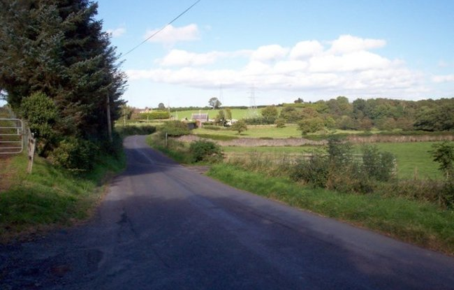 The Cooley Hill Road, Tandragee (© P Flannagan/The Cooley Hill Road, Tandragee. (original photo: https://commons.wikimedia.org/wiki/File:The_Cooley_Hill_Road,_Tandragee._-_geograph.org.uk_-_561120.jpg))