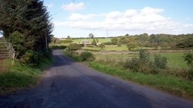 The Cooley Hill Road, Tandragee (© P Flannagan / The Cooley Hill Road, Tandragee. (original photo: https://commons.wikimedia.org/wiki/File:The_Cooley_Hill_Road,_Tandragee._-_geograph.org.uk_-_561120.jpg))