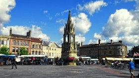 Mansfield Market Place (© By Duncan (Flickr) [CC BY 2.0 (http://creativecommons.org/licenses/by/2.0)], via Wikimedia Commons (original photo: https://commons.wikimedia.org/wiki/File:Mansfield_Market_Place.jpg))