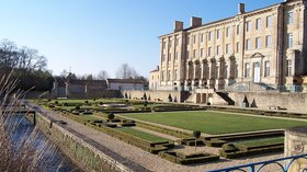 Attractions nearby - Deux-Sèvres - Celles sur Belle - Jardins de l'abbaye royale (© By Zewan (Own work) [GFDL (http://www.gnu.org/copyleft/fdl.html) or CC BY-SA 3.0 (http://creativecommons.org/licenses/by-sa/3.0)], via Wikimedia Commons)